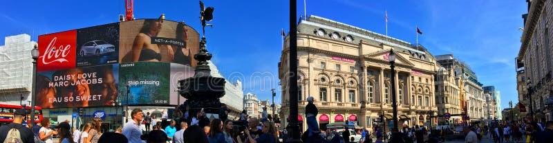 Piccadilly Circus op een zomerdag stock foto's