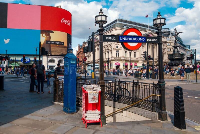 Piccadilly Circus, un famoso storico di Londra fotografie stock