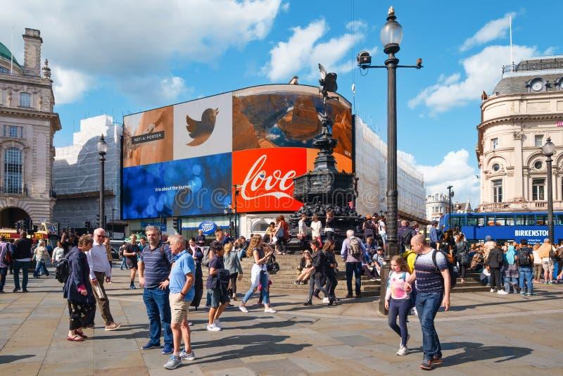 Piccadilly Circus w Londynie w słoneczny letni dzień obrazy stock