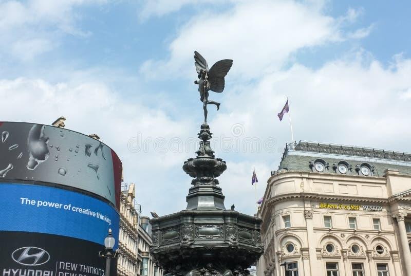 Piccadilly cirkus och staty av Eros, London royaltyfri foto