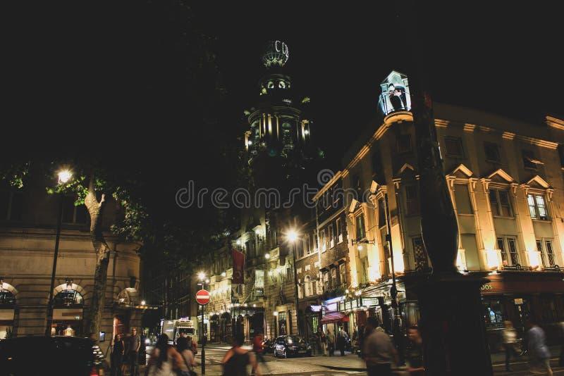 Piccadilly coliseum por la noche Londres foto de archivo libre de regalías