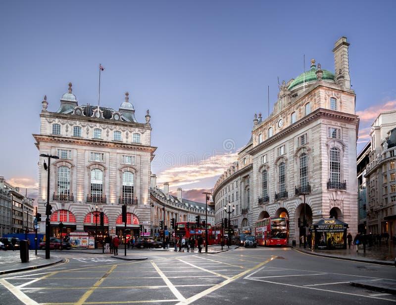 Piccadilly-Zirkus London stockbilder