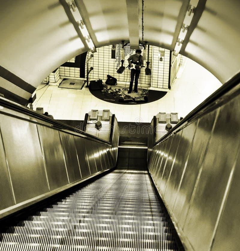 Piccadillycircus Londen - straatuitvoerder royalty-vrije stock fotografie