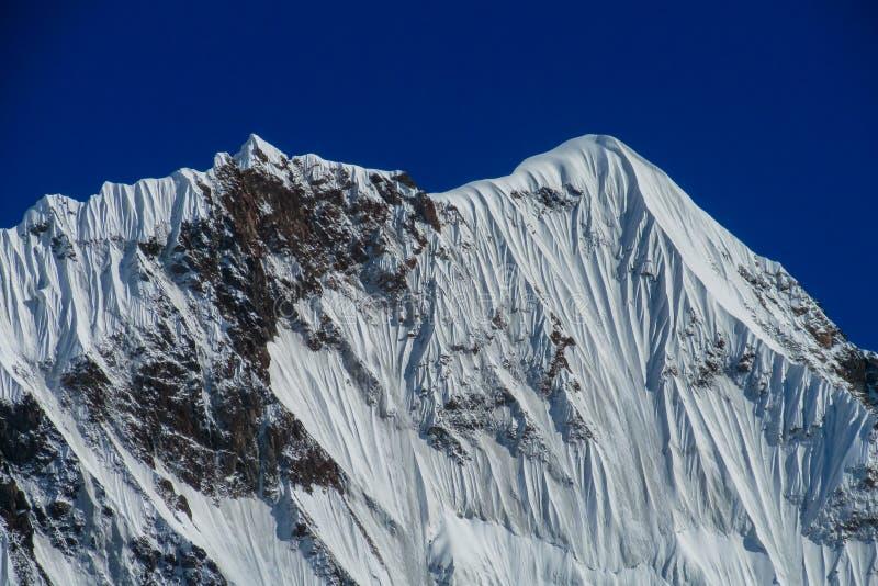 Picchi della neve in montagne di Tian Shan immagini stock libere da diritti