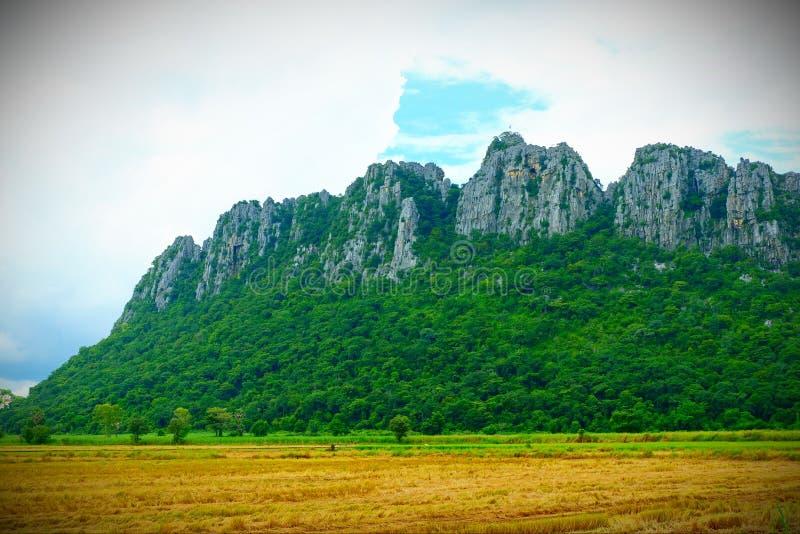 Picchi di montagna naturali, belle viste immagini stock libere da diritti