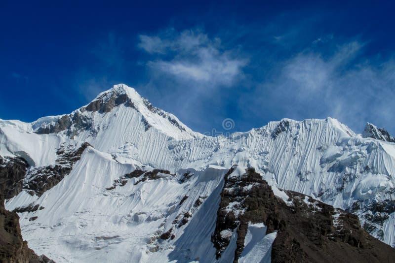 Picchi di Pobeda e di Khan Tengri in montagne di Tian Shan fotografia stock libera da diritti