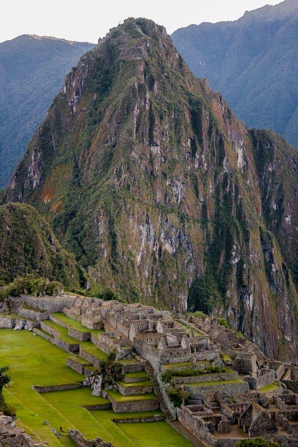 Picchu de Machu com Huayna enorme Picchu imagem de stock royalty free