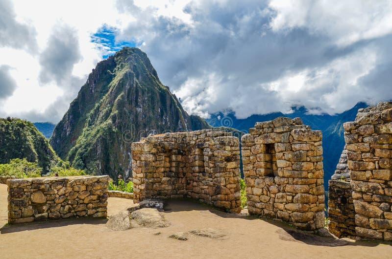 PICCHU DE MACHU, REGIÃO DE CUSCO, PERU 4 DE JUNHO DE 2013: Vista panorâmica da citadela do século XV Machu Picchu do Inca fotos de stock royalty free