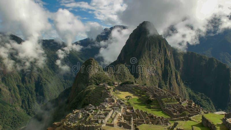 Picchu perdido del machu de la ciudad de Perú en una mañana brumosa foto de archivo