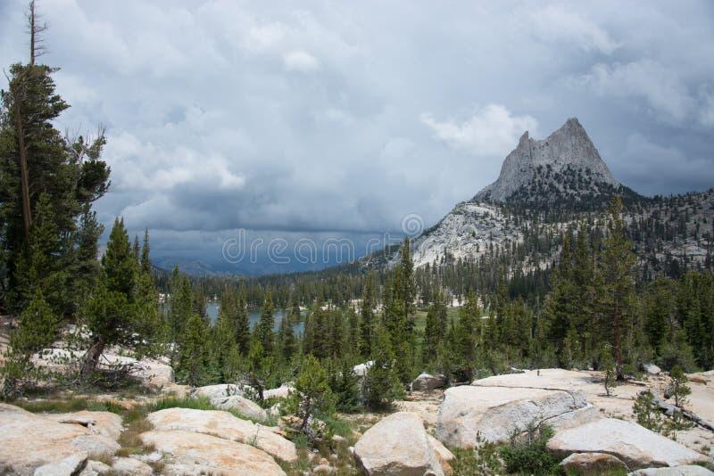 Picco della cattedrale in parco nazionale di Yosemite fotografia stock libera da diritti