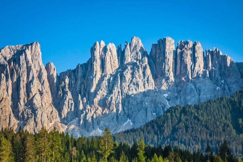 Picco di latemar nel Tirolo del sud, dolomia, Italia fotografie stock libere da diritti