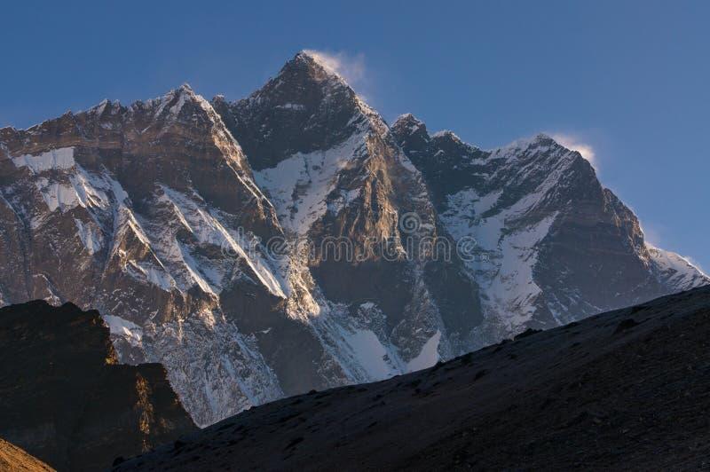 Picco di montagna di Lhotse ad alba, regione di Everest, Nepal immagini stock