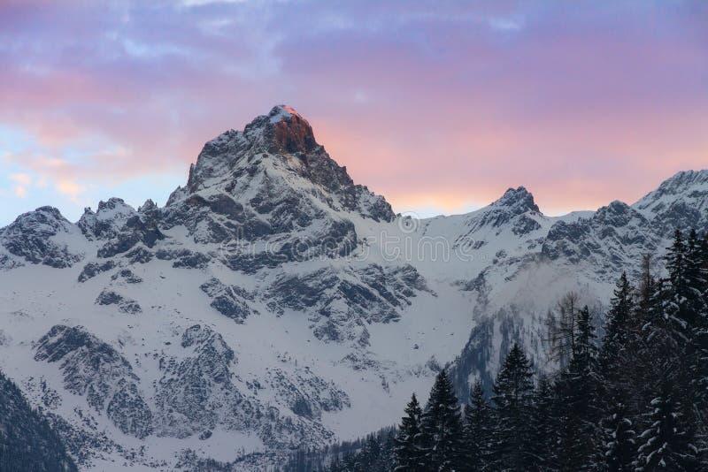 Picco di montagna di tramonto Austria immagine stock