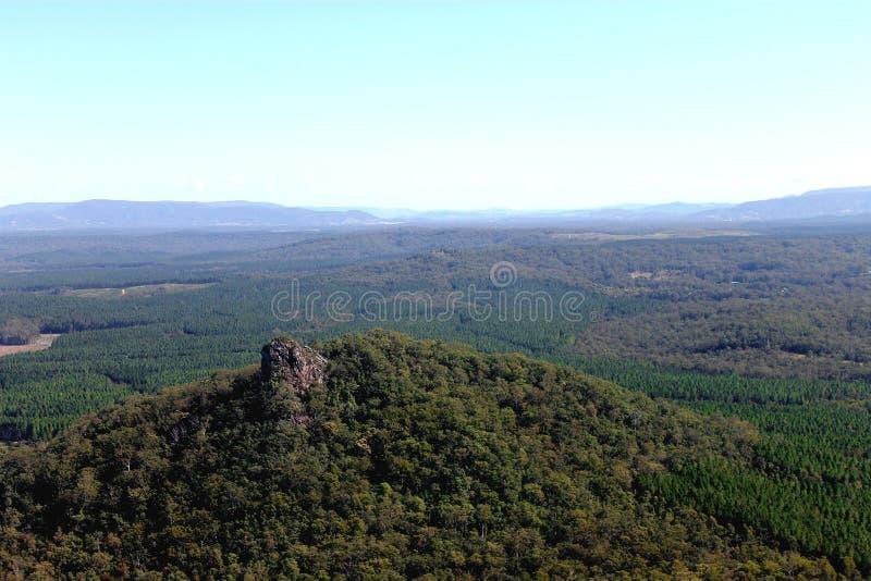 Picco di trascuratezza della montagna con bello paesaggio immagine stock