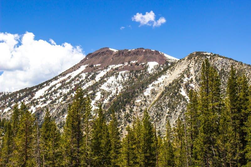 Picco irregolare in sierra Nevada Mountains In Springtime immagine stock libera da diritti