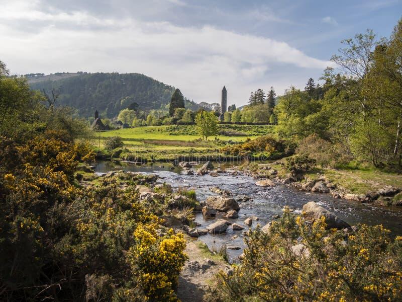 Piccola arte Glendalough dell'insenatura nelle montagne Irlanda di Wicklow immagini stock