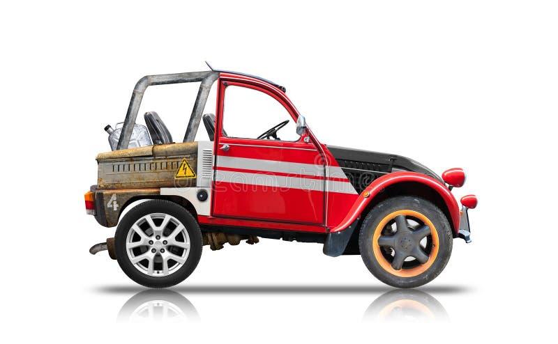 Piccola automobile con errori montata dai pezzi di ricambio illustrazione vettoriale