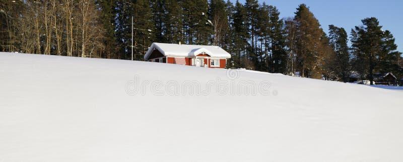 Piccola azienda agricola, inverno e neve immagini stock