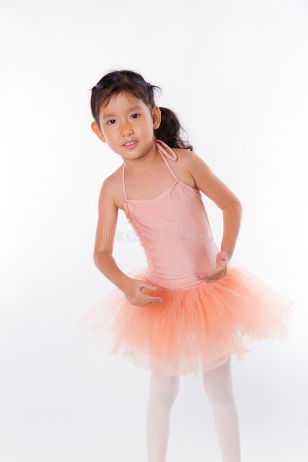 Download Piccola Ballerina Nello Studio Fotografia Stock - Immagine di piccolo, bambini: 56884140