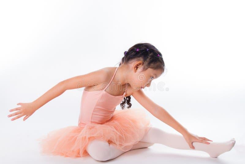 Download Piccola Ballerina Nello Studio Immagine Stock - Immagine di modo, ballerino: 56884417