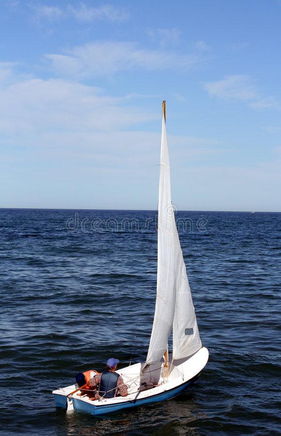 Download Piccola barca a vela immagine stock. Immagine di canottaggio - 3884809