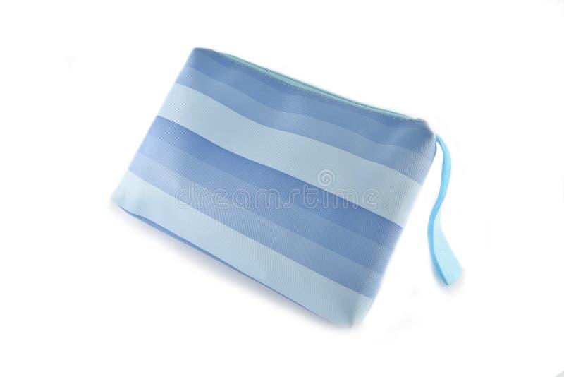 Piccola borsa cosmetica con la chiusura lampo su fondo bianco fotografie stock libere da diritti