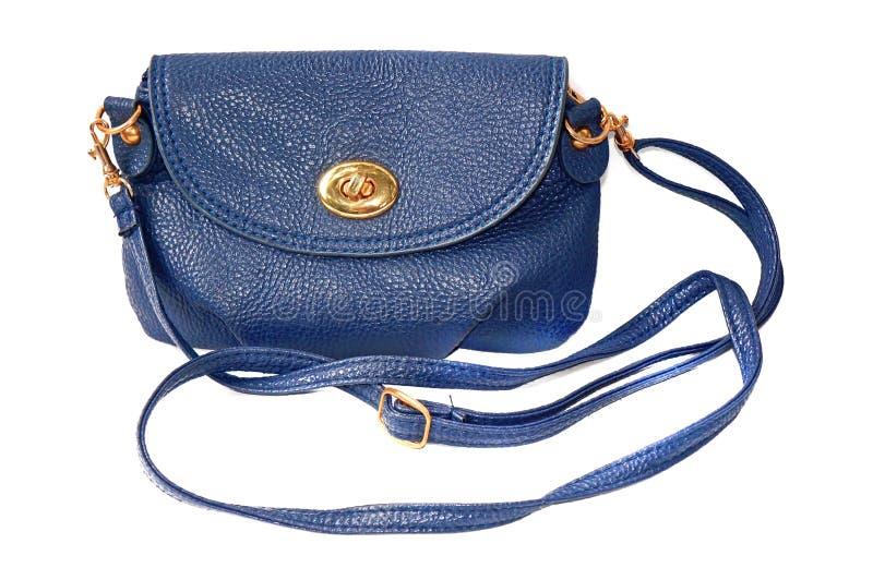 Piccola borsa femminile blu con la cinghia isolata fotografia stock