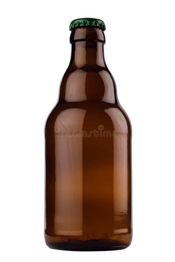 Piccola bottiglia di birra marrone isolata su fondo bianco fotografie stock libere da diritti