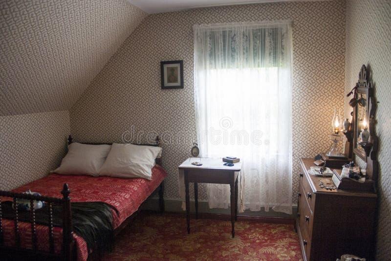Piccola camera da letto americana immagine stock - Stanza da letto piccola ...