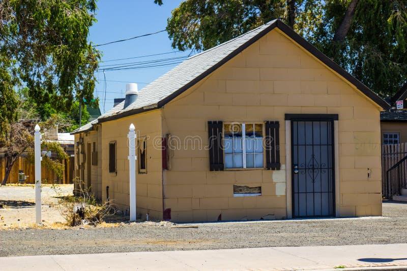 Piccola casa abbandonata immagini stock libere da diritti