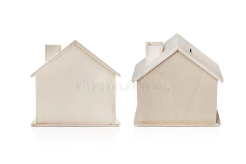 Piccola casa di legno di legno isolata su bianco fotografie stock libere da diritti