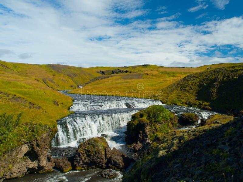 Piccola cascata sul fiume di Skoga fotografia stock