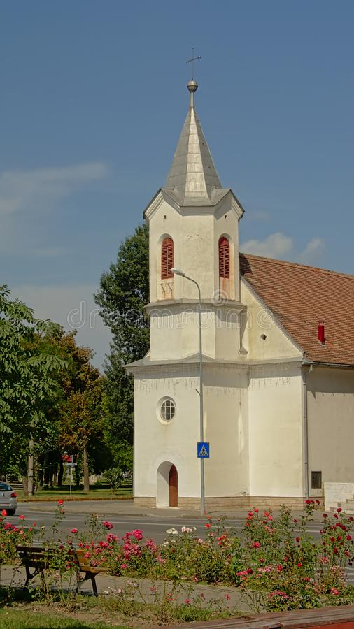 Piccola chiesa evangelica modesta in Alba Iulia, Romania fotografia stock