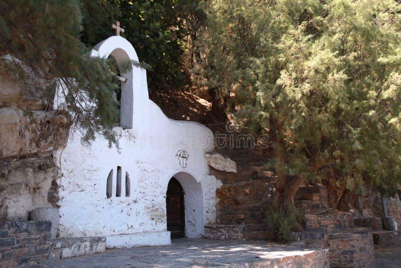 Piccola chiesa ortodossa greca bianca fotografie stock