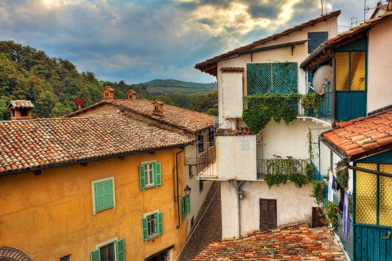 Piccola città italiana. Barolo, Italia. immagine stock libera da diritti