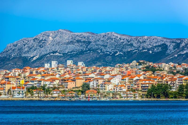 Piccola città pittoresca Podstrana, Croazia immagini stock
