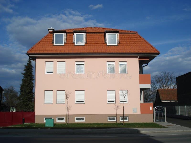 Piccola costruzione di appartamento fotografia stock libera da diritti