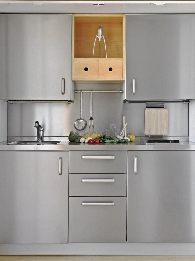 Piccola cucina moderna immagine stock. Immagine di alimento - 53144201