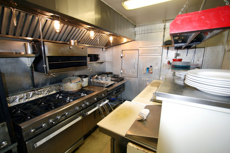 Piccola cucina in un ristorante fotografia stock