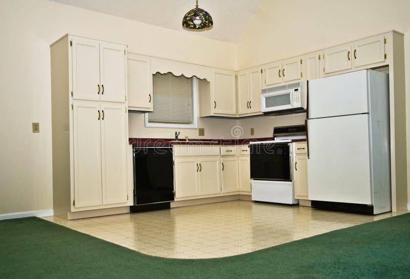 Piccola cucina in una casa fotografia stock libera da diritti