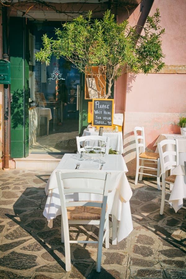 Piccola Disposizione Dei Posti A Sedere Romantica In ...