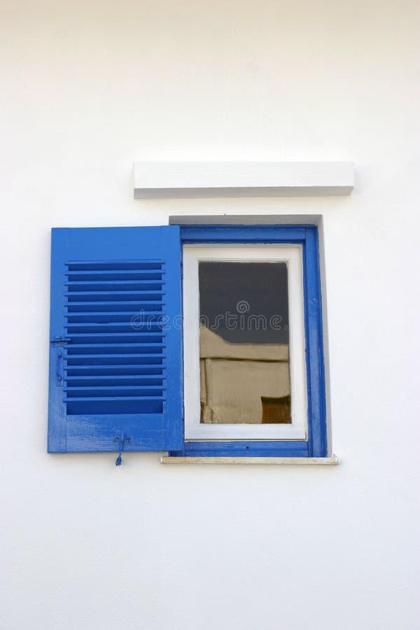 Piccola finestra blu fotografia stock libera da diritti