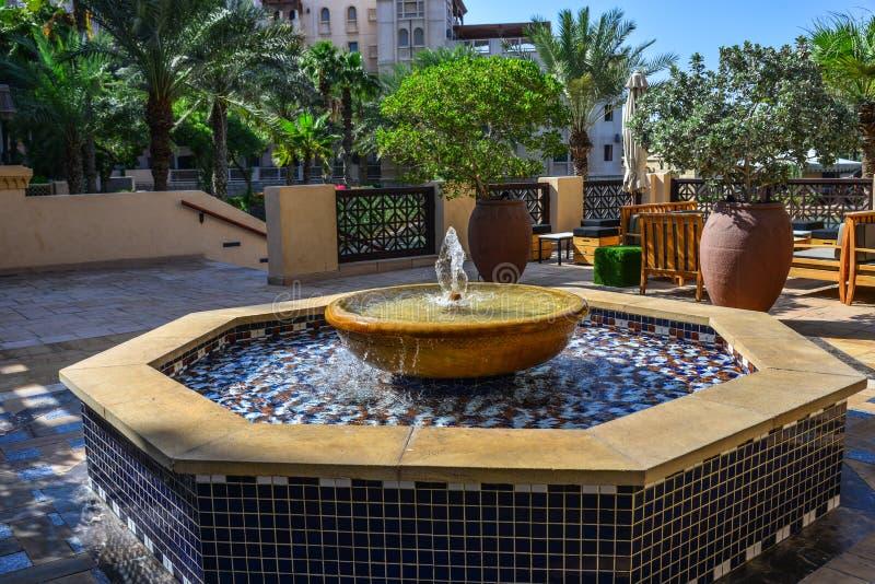 Piccola fontana al parco pubblico fotografia stock