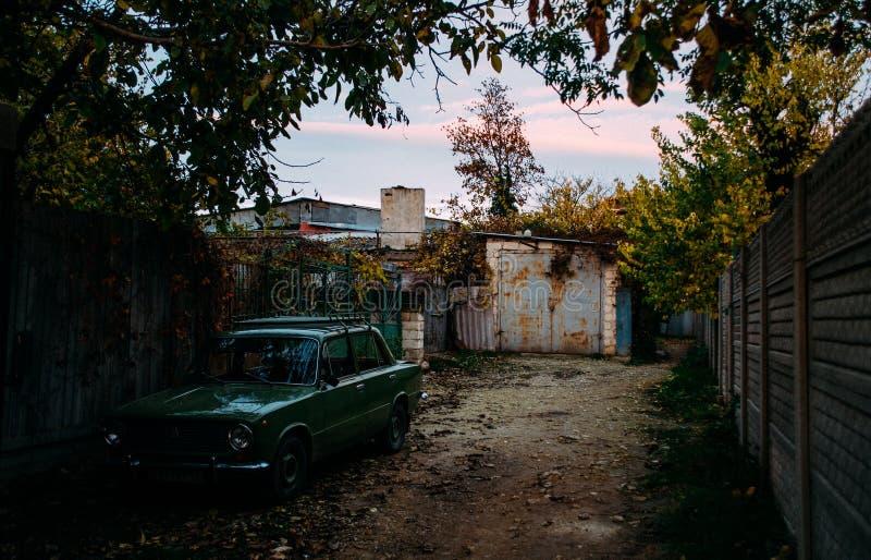 piccola iarda del villaggio fotografie stock libere da diritti