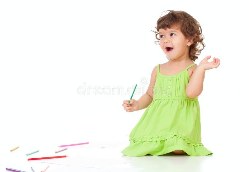 Piccola illustrazione impressionabile della ragazza con le matite fotografia stock