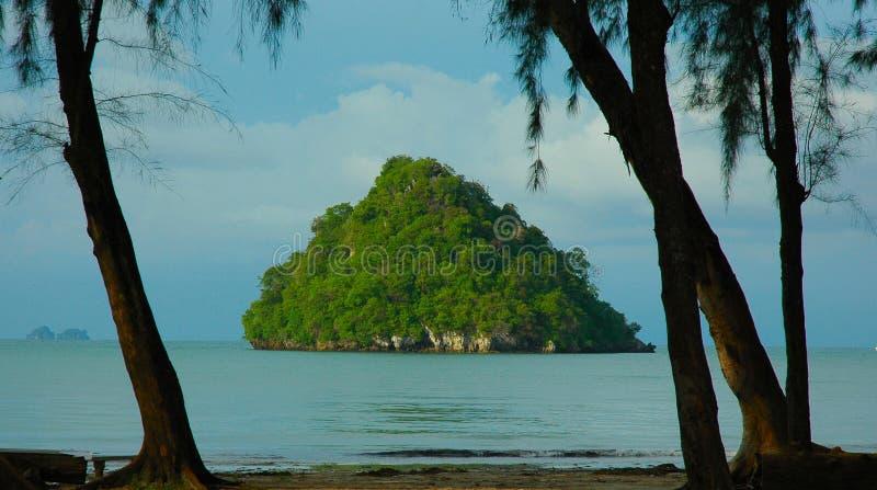 Piccola isola fuori dal Ao Nang, Krabi, Tailandia fotografia stock libera da diritti