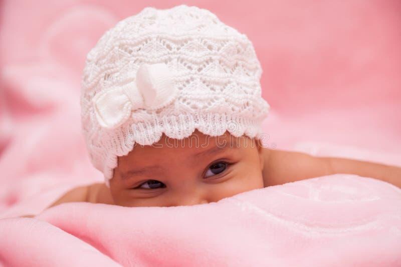 Piccola neonata afroamericana adorabile fotografia stock libera da diritti