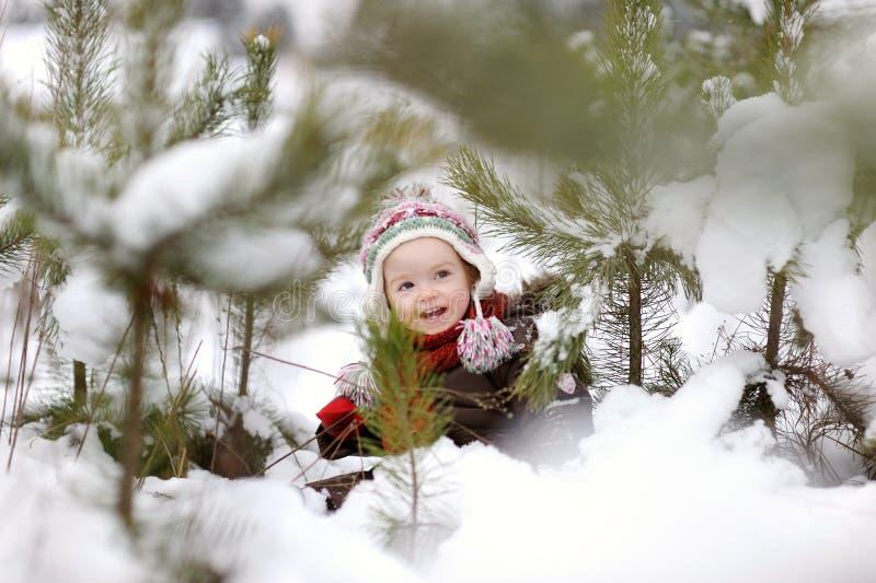 Piccola neonata all'inverno immagini stock libere da diritti