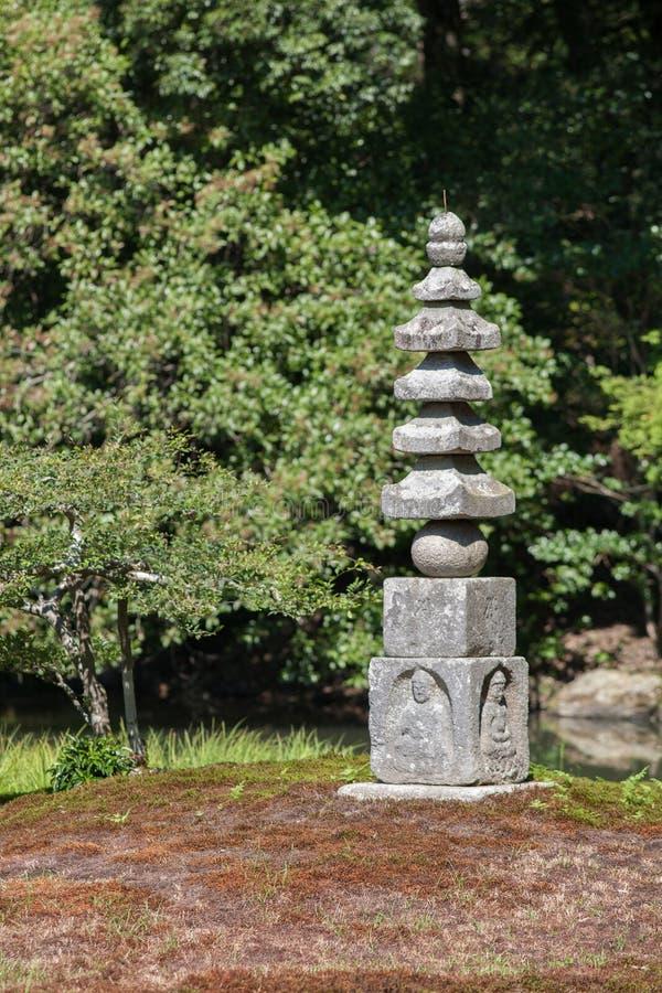 Piccola pagoda buddista di pietra fotografia stock