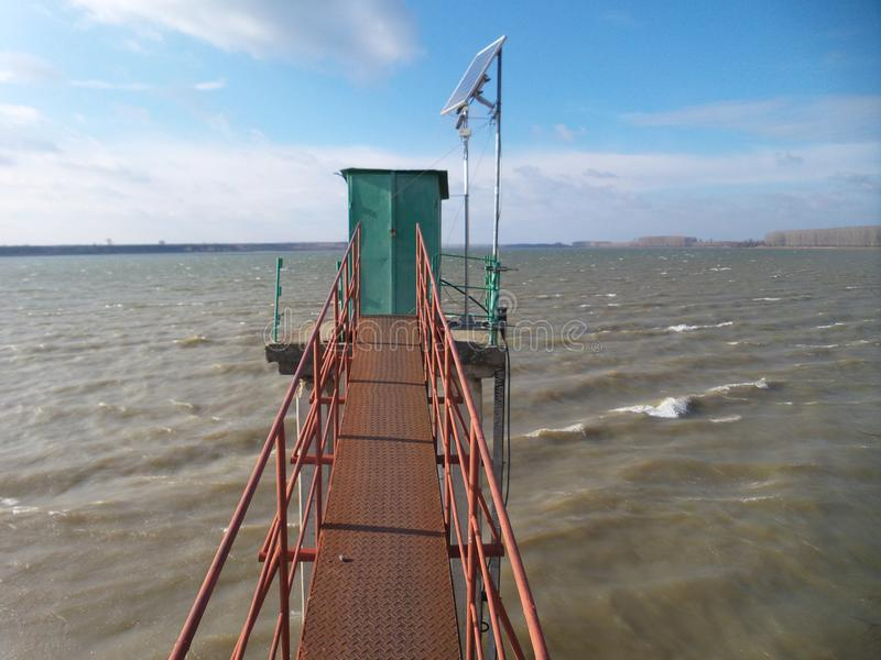 Piccola passerella su un Danubio fotografia stock